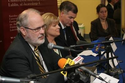 Konferencja prasowa (od lewej: prof. Thomas Hilgers, Sue Hilgers, dr Phil Boyle)