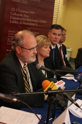 Konferencja prasowa (od lewej: prof. Thomas Hilgers, Sue Hilgers, dr Phil Boyle, dr Tadeusz Wasilewski)